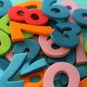 Copiii inventează jocuri matematice distractive